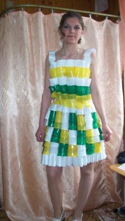 Платье из ложек пластиковых своими руками